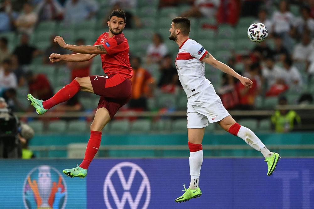 رقص های فوتبالی در جام اروپا لوریس بنیتو مدافع سوئیسی و اوکای یوکوزلو ترکیه