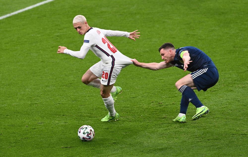 رقص های فوتبالی در جام اروپا فیل فودن انگلیسی و اندریو روبرتسون اسکاتلندی