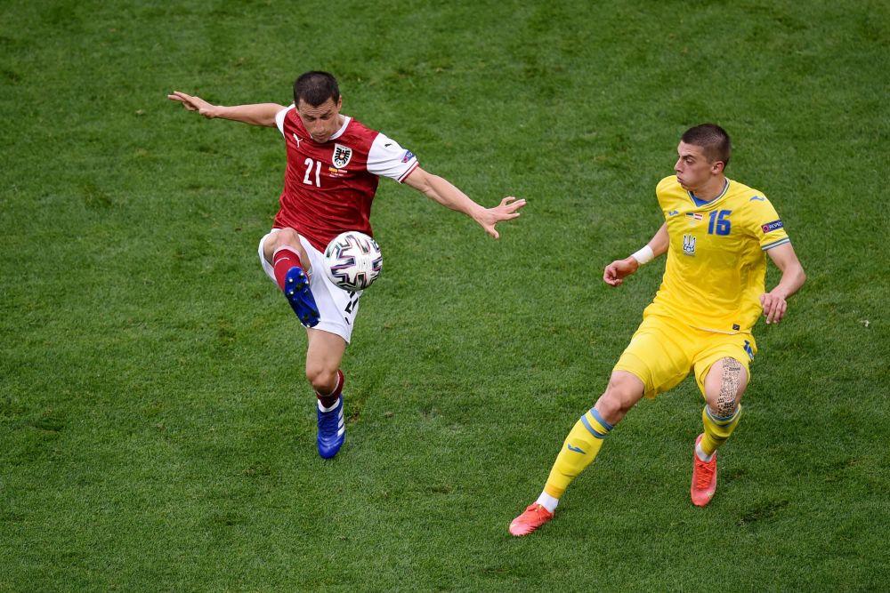 رقص های فوتبالی در جام اروپا استفان لاینر اتریشی و ویتالی موکولنکو اوکراینی