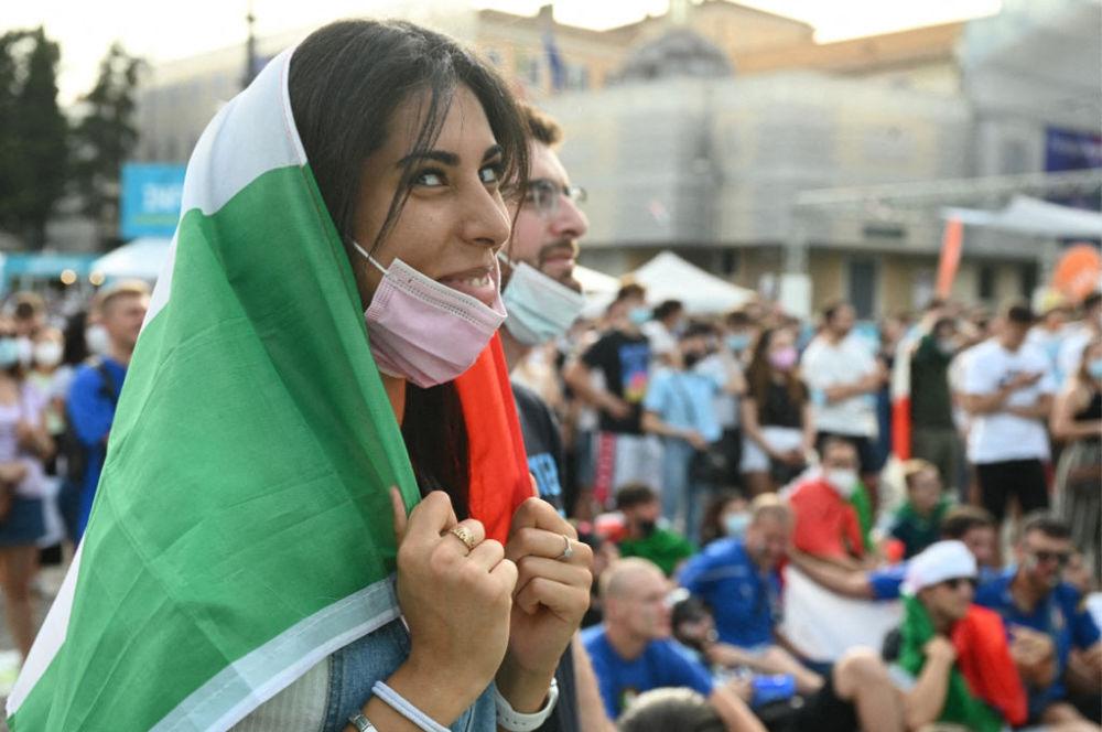 طرفدار تیم فوتبال ایتالیا در مسابقات یورو ۲۰۲۰