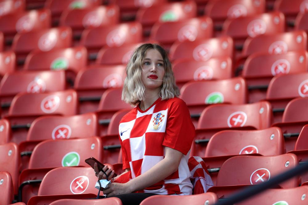 طرفدار تیم کرواسی در جایگاه تماشاچیان