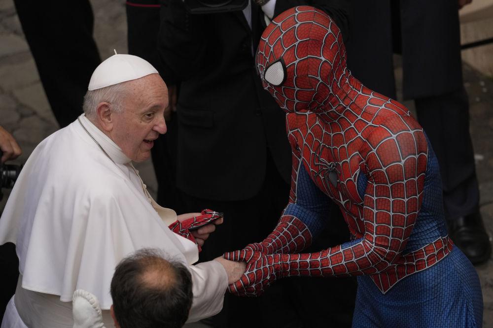 رویدادهای هفته به روایت تصویر  مرد عنکبوتی در واتیکان