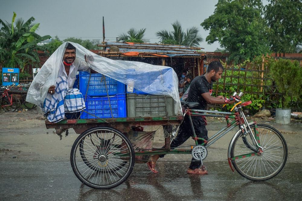 رویدادهای هفته به روایت تصویر  باران در داکا