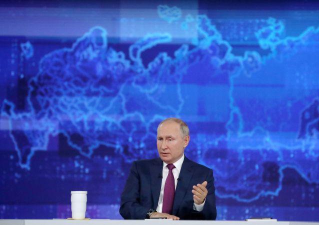 انتقاد پوتین از تاخیر در روند ثبت واکسنهای روسی