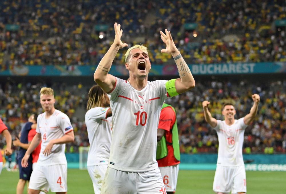 بازیکنان تیم فوتبال سوئیس پس پیروزی مقابل فرانسه در یک هشتم فینال یورو ۲۰۲۰
