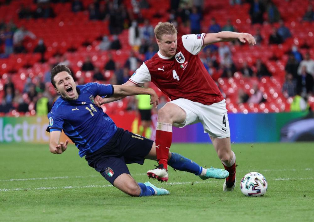 بازیکنان تیم ایتالیا و اتریش در یک هشتم فینال یورو ۲۰۲۰