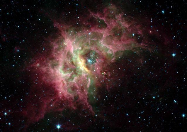 عدسی بزرگ نمای عظیمی در فضای کیهانی پیدا شد