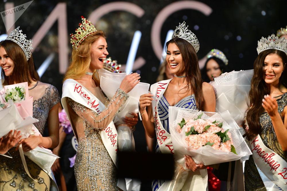 کنکورزیبایی 25-مین سالگرد «دختر شایسته 2021» مسکو