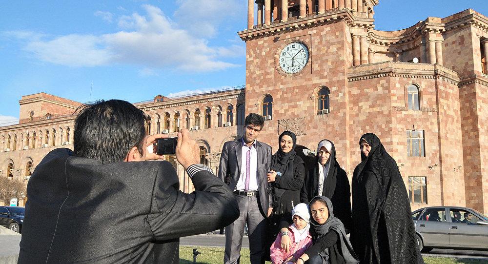 واکنشهای انتقادی به هجوم مسافران ایرانی به ارمنستان برای تزریق واکسن کرونا