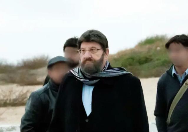 چرا رئیس جمهور اسرائیل با گریم و کلاه گیس سفر می کرد؟
