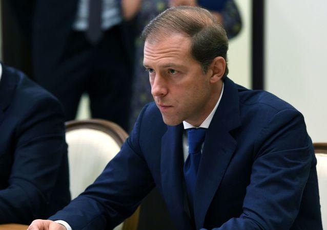 وزیر صنعت روسیه  به دریافت بالاترین نشان مجارستان برای خارجی ها نایل آمد