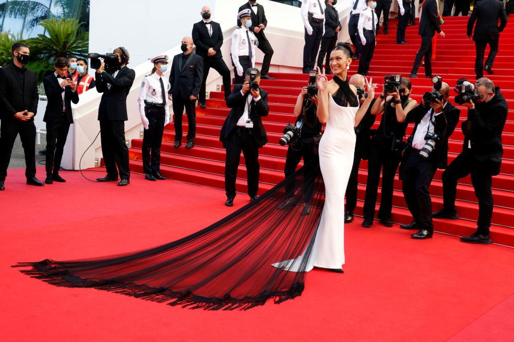 مدل بلا حدید در مراسم افتتاحیه ۷۴مین فستیوال فیلم کن