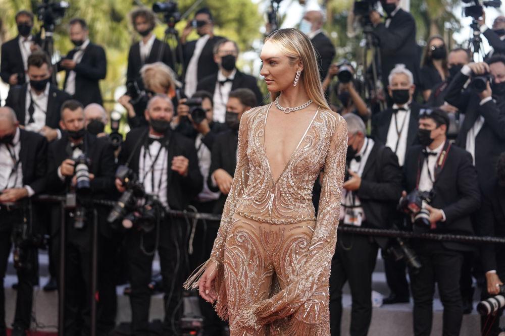 مدل کندیس سوینپول مراسم افتتاحیه ۷۴مین فستیوال فیلم کن