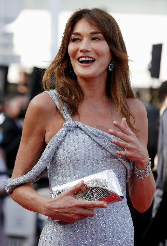 مدل کارلا برونی سارکوزی مراسم افتتاحیه ۷۴مین فستیوال فیلم کن