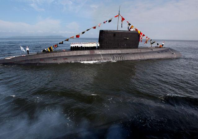 ماجرای تعقیب ناو گروه انگلیس به جلوداری ناو هواپیمابر توسط یک  زیردریایی روسی