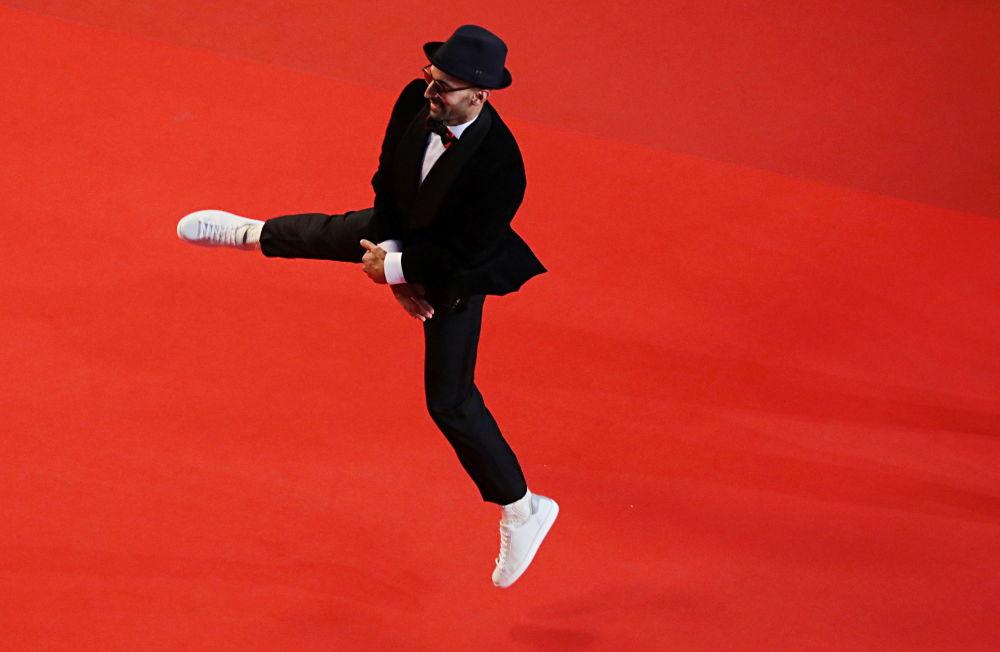 هنرمند فرانسوی جی آر در فرش قرمز ۷۴ مین فستیوال فیلم کن