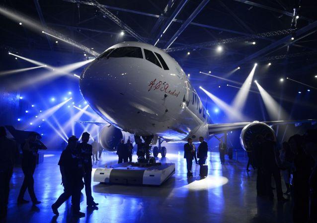 بال ساخته شده از مواد روسی برای «هواپیمای قرن ۲۱» + ویدئو