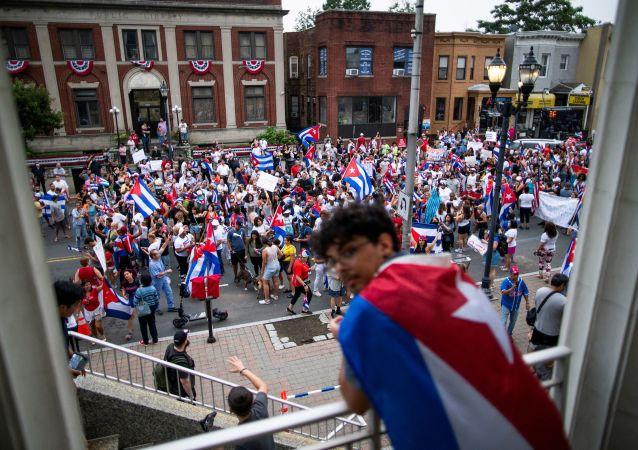 درخواست از دولت آمریکا برای بمباران کوبا