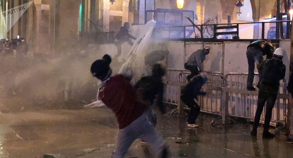 لبنانیها در واکنش به انصراف حریری از تشکیل کابینه تظاهرات کردند