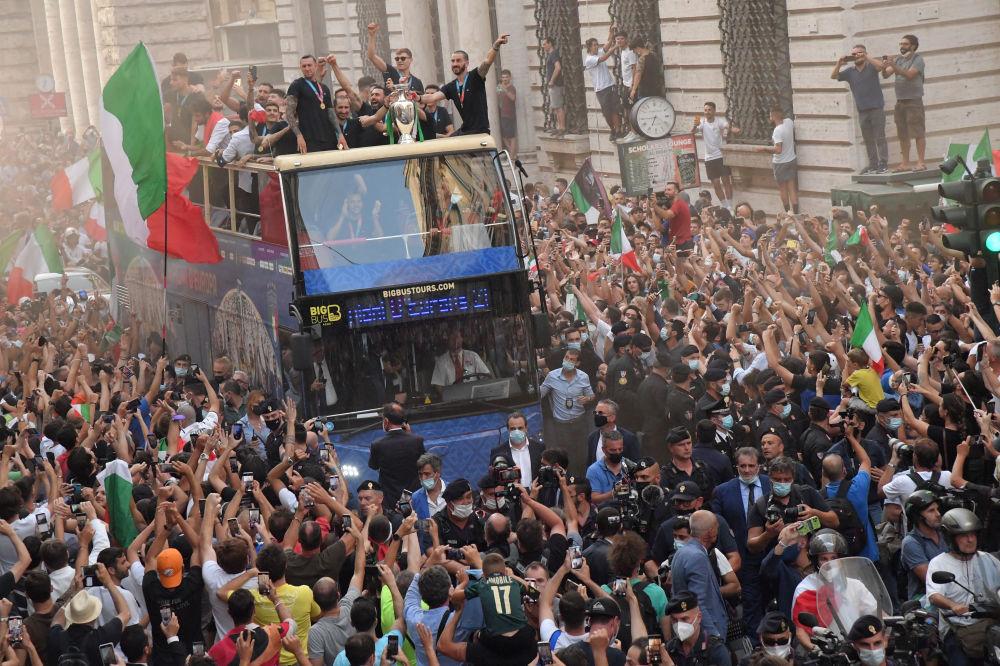 رویدادهای هفته به روایت تصویر جشن پیروزی تیم ایتالیا در جام اروپا