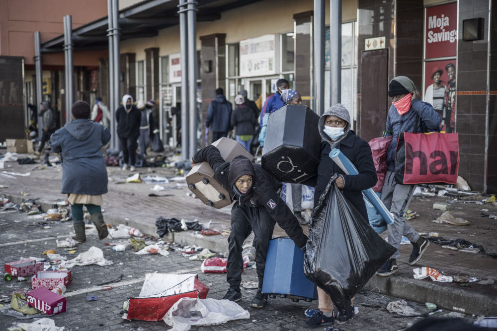 رویدادهای هفته به روایت تصویر ناآرامی در آفریقای جنوبی