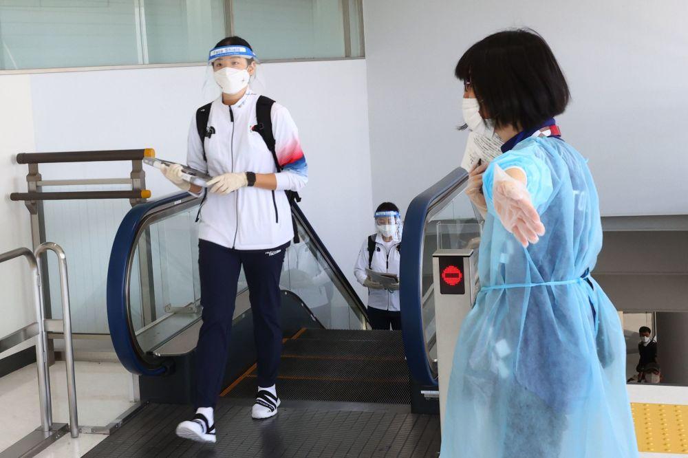 استقبال از ورزشکاران المپیک با تست و ماسک