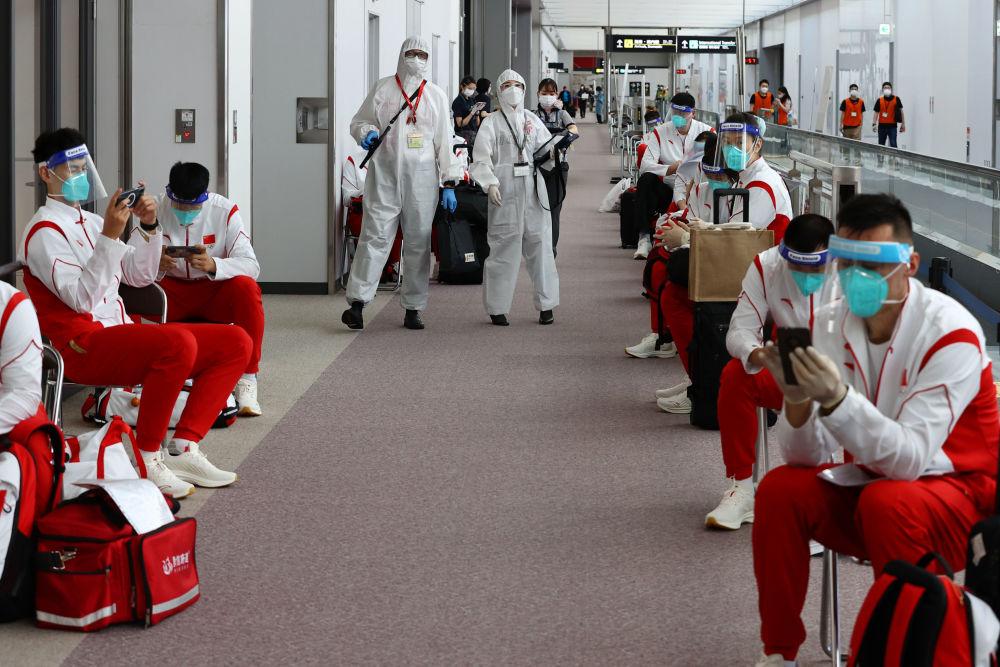 استقبال از ورزشکاران المپیک با تست و ماسک  تیم چین