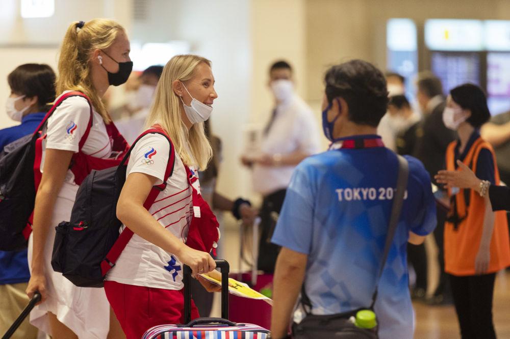 استقبال از ورزشکاران المپیک با تست و ماسک  تیم روسیه