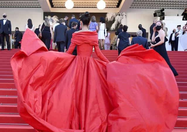 بلاگر اسپانیایی مارتا لوزانو در فستیوال کن