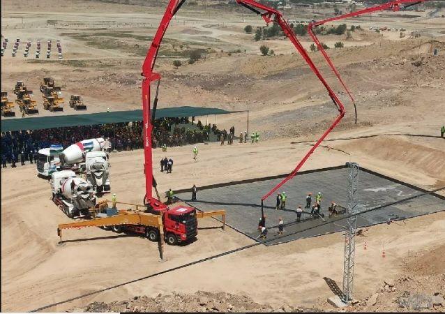 رئیس جمهور ازبکستان، سنگ بنای کارخانه مس شماره 3 یشلیک 1 را افتتاح کرد