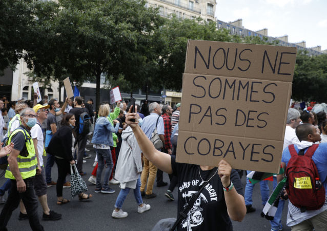 زخمی شدن چند افسر پلیس در اعتراضات پاریس + ویدئو
