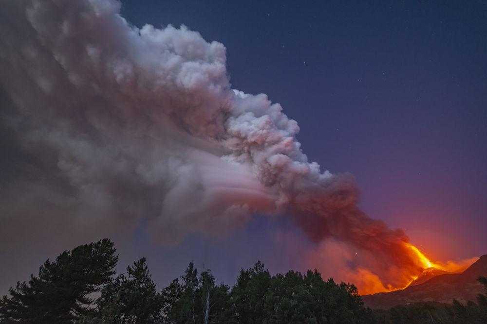 فعال شدن آتش فشان اتنا در ایتالیا