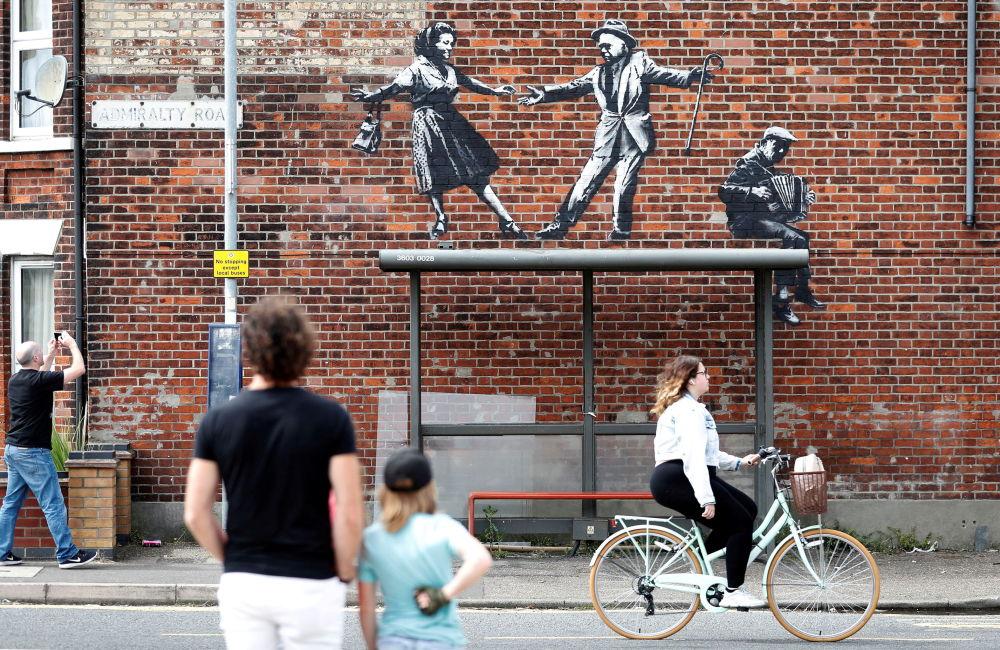 رویدادهای هفته به روایت تصویر اثر هنری بنکسی در بریتانیا