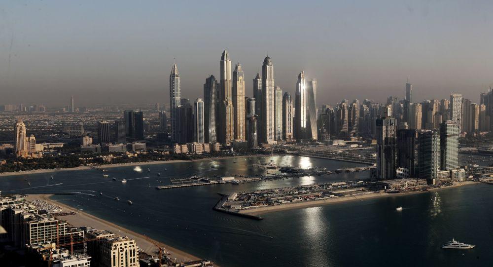 افشای استفاده از دستبند الکترونیکی برای بازدیدکنندگان نمایشگاهی در امارات