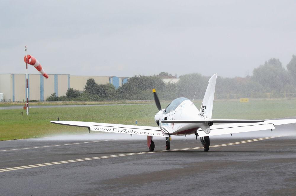 آغاز پرواز خلبان جوان بلژیکی بریتانیایی زارا روترفورد