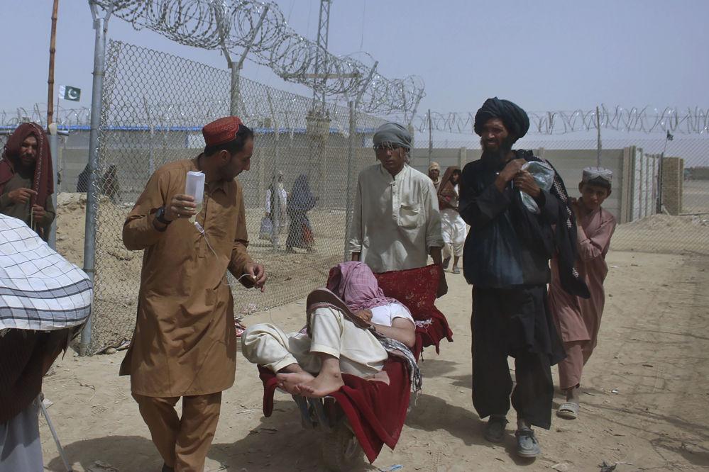 مهاجران افغانستانی از طریق گذرگاه مرزی چمن وارد پاکستان می شوند