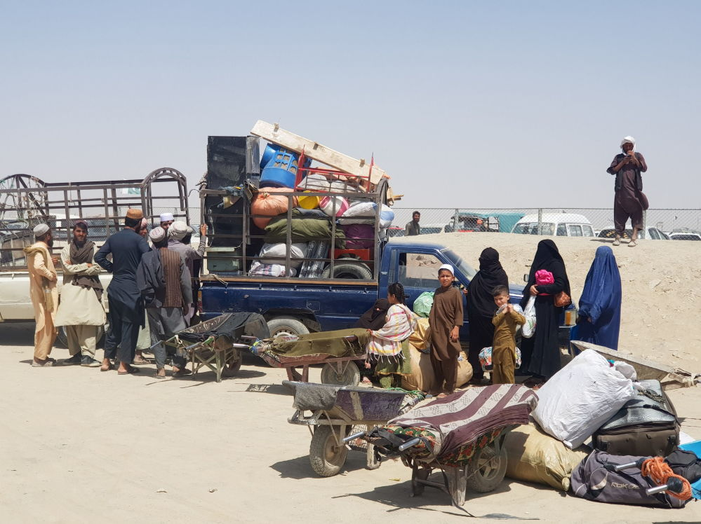 یک خانواده افغانستانی در ایست بازرسی شهر مرزی چمن