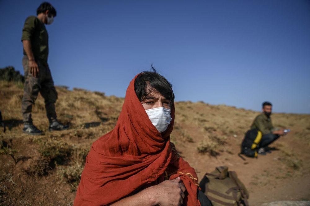مهاجران افغانستان پس از عبور از مرز ایران و ترکیه در تاتوان