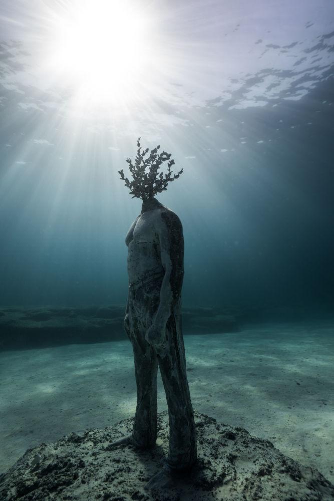 Объект музея подводной скульптуры Musan у пляжа Пернера в Айя-Напе, Кипр