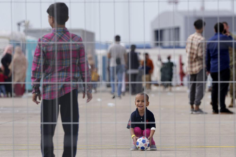 کودکان پناهجوی  افغان در پایگاه هوایی رامشتاین در آلمان