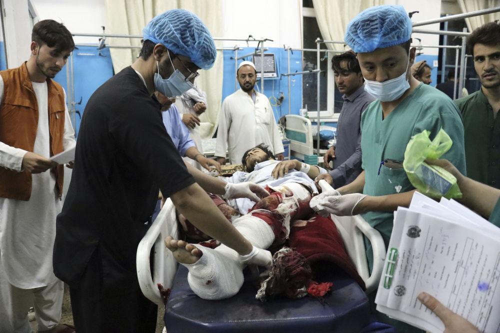 زخمی ها در نتیجه حملات تروریستی در کابل در بیمارستان سیار