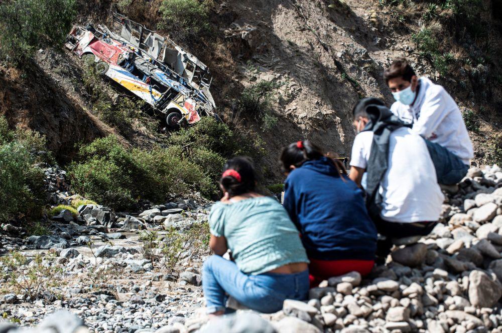 رویدادهای هفته به روایت تصویر واژگونی اتوبوس در پرو