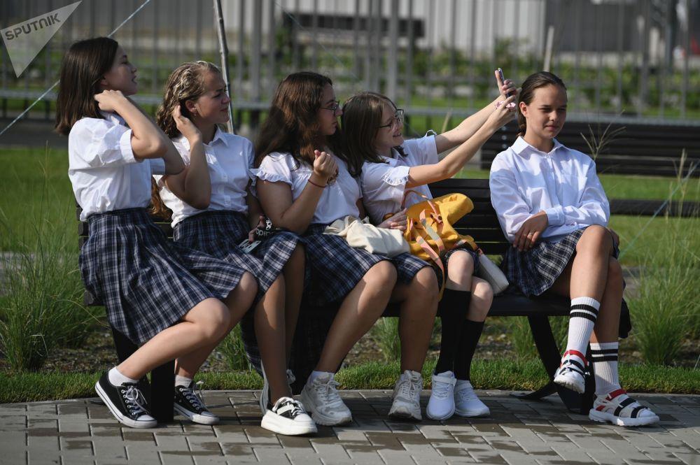 رویدادهای هفته به روایت تصویر محصلان مدرسه در سوچی روسیه