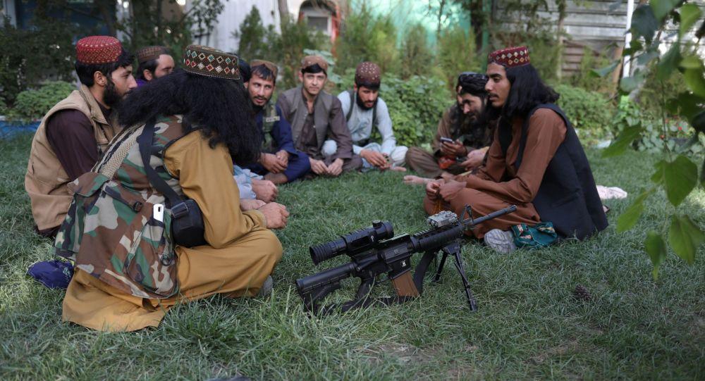 طالبان اعلام کرد قصد دارد داعش را در افغانستان از بین ببرد