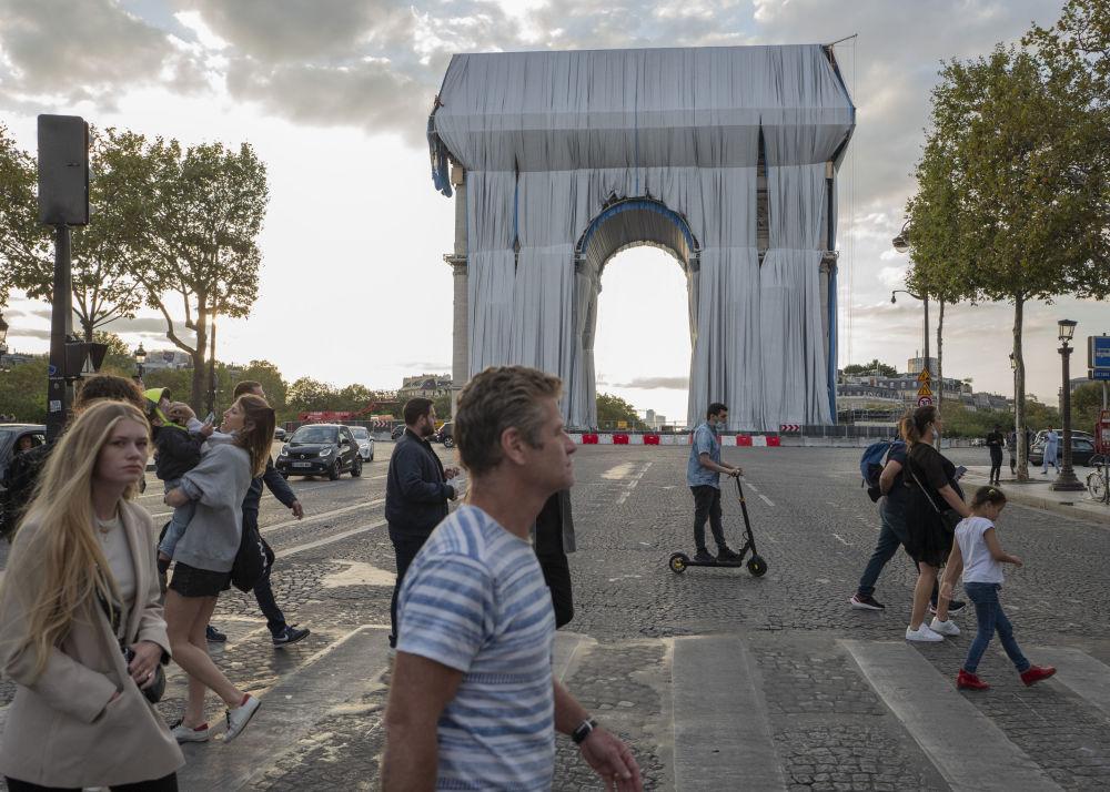 مردم در پاریس