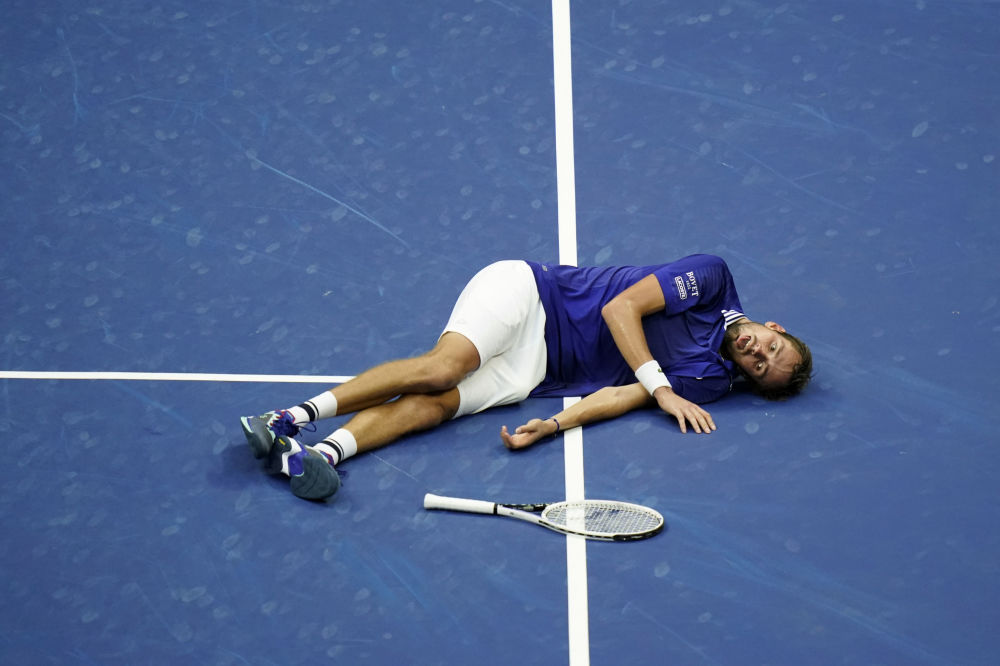 بازیکن تنیس روسیه پس از پیروزی در مسابقات تنیس در نیویورک