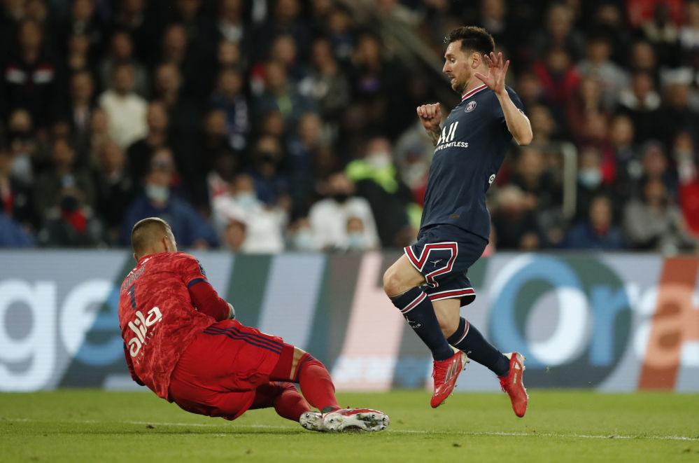 لیونل مسی در بازی تیم های پاریسن ژرمن و لیون