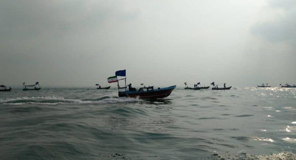 رژه بیش از ۲۵۰ شناور در استان هرمزگان ایران آغاز شد