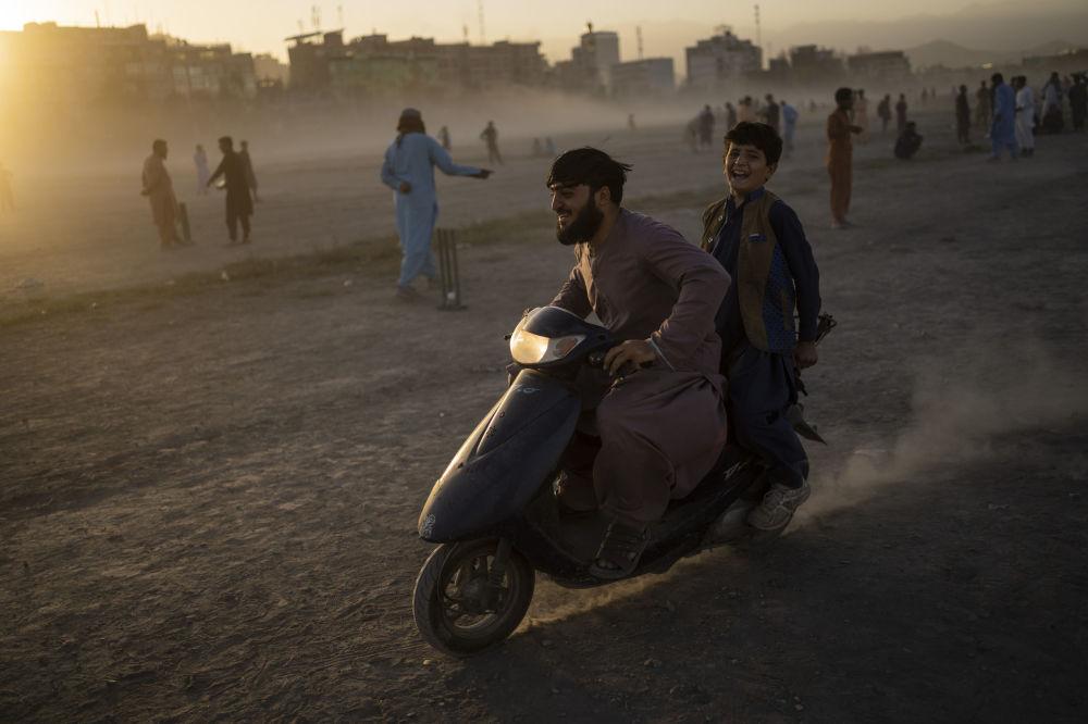 موتور سواری جوانان افغان در پارک چمن حضوری - کابل