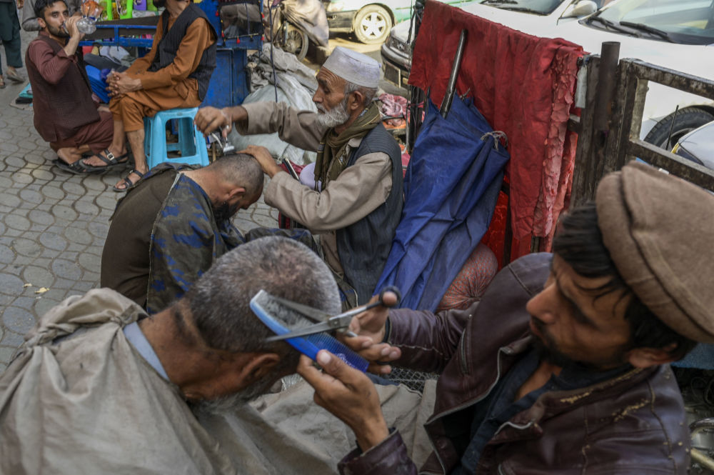آرایشگران خیابانی در کابل